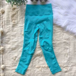 Lululemon Zone In Cropped Turquoise Leggings 4
